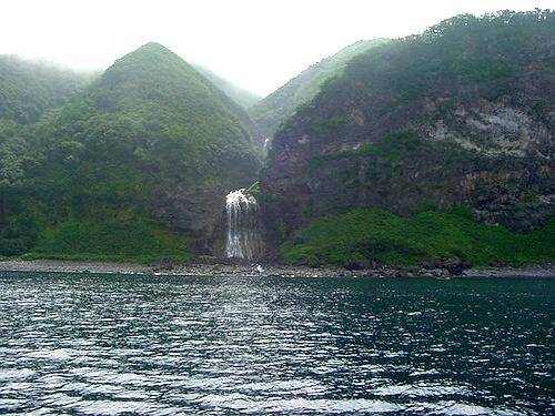 カムイワッカの滝(海側)
